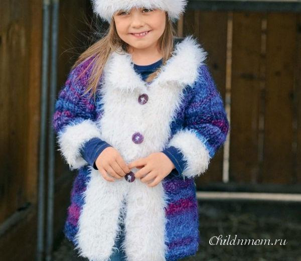 Пальто с «меховой» оторочкой для девочки спицами